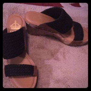 NWOT Crown  Vintage double trouble wedge sandal